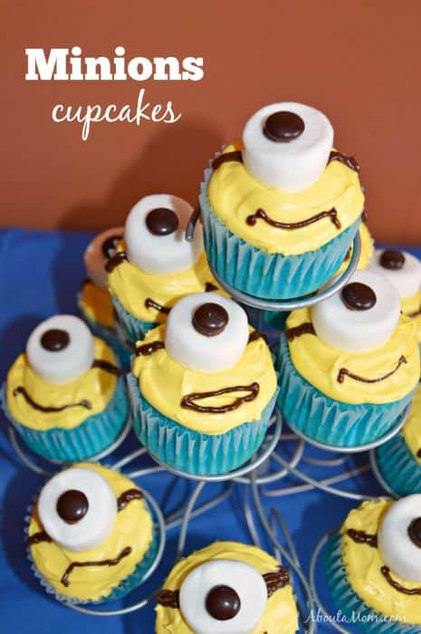 Minions Cupcakes with Marshmallows